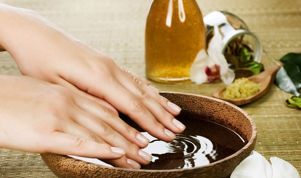 Bí quyết dưỡng móng tay bằng dầu dừa
