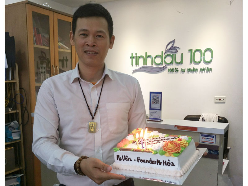 Happy Birthday Ms Van and Founder Mr Hoa of Team Tinhdau100